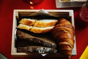 panes-variados-y-croissant